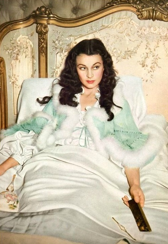 GWTW-bedroom-bed