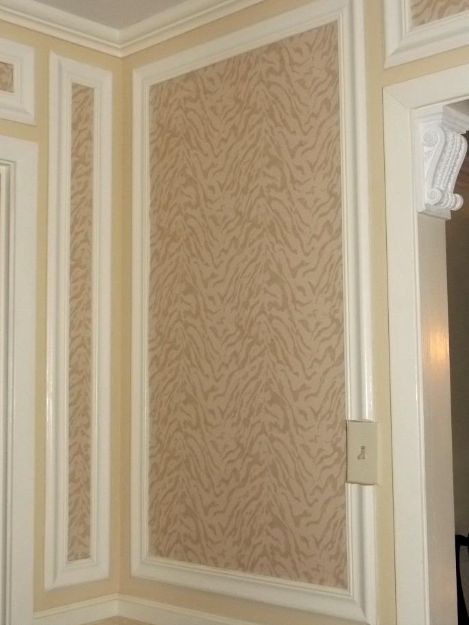 foyer-wallpaper-sconce