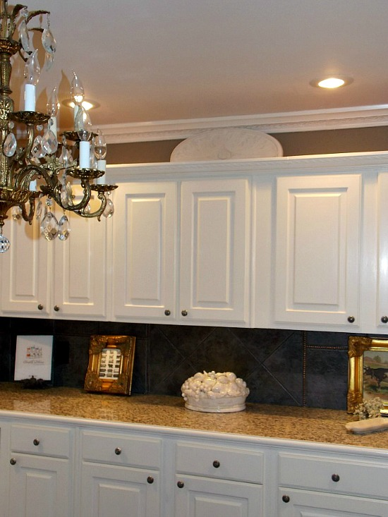 kitchen-cabinets-backsplash