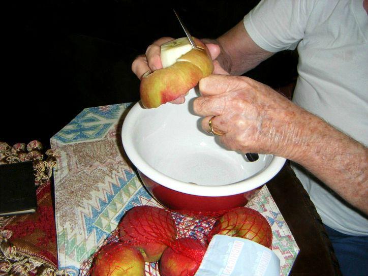 apple-peeling-time