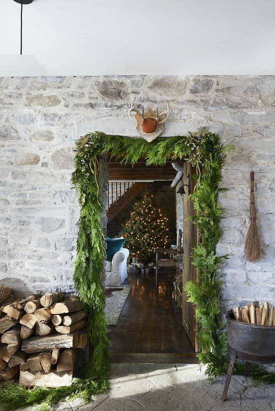 farmhouse-decor-ideas-garland-wood-Virginia-MacDonald