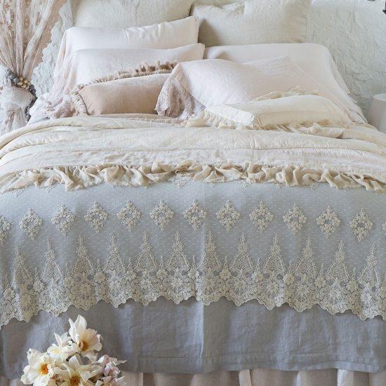 Olivia_throw-blanket_1024x1024