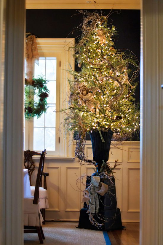 grapevine-christmas-tree-in-urn