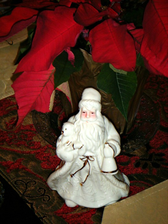 holiday-santa-claus-poreclain-figurine