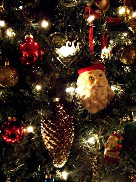 santa-pine-cone-ornaments-on-tree