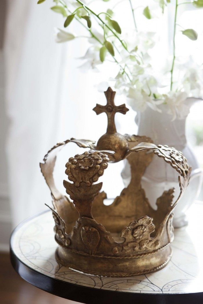 Crown Thee: Crown Themed Home Decor