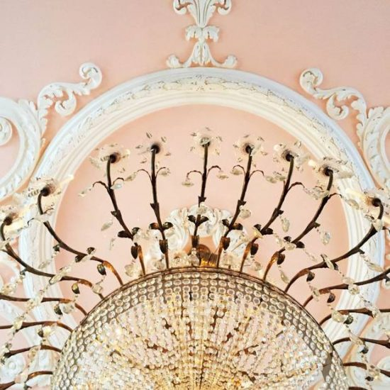 historic-hotel-decor-to-ignite-your-imagination-5589b65b185cafad0c59df37-w620_h800