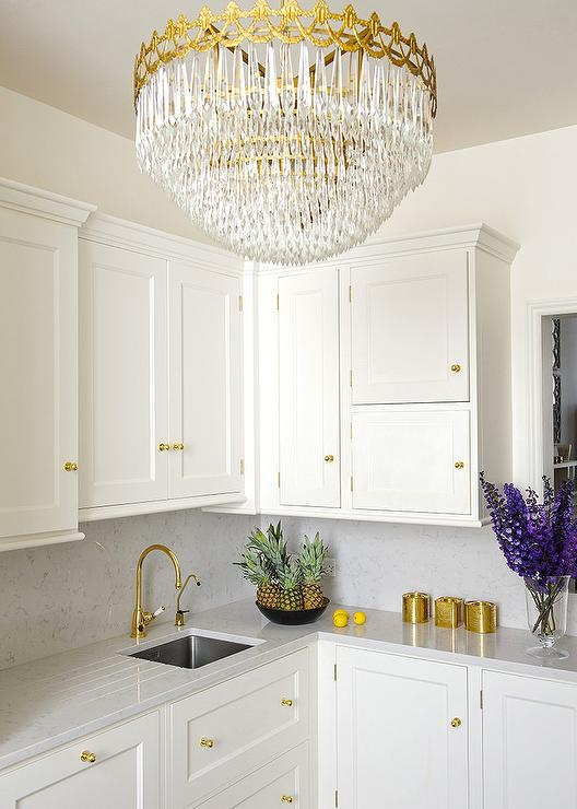 white-kitchen-polished-brass-knobs-gold-tiered-chandelier