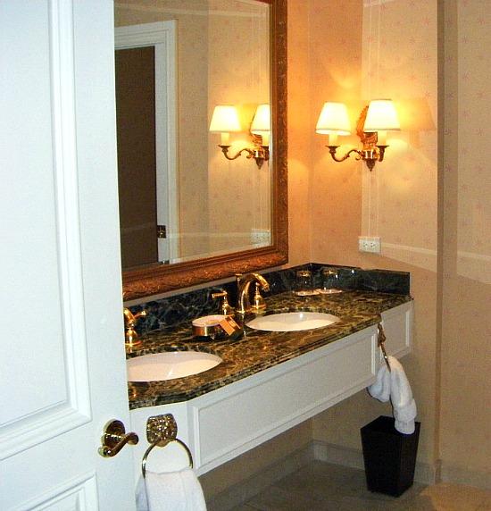 Venetian-Hotel-Bathroom-Rialto