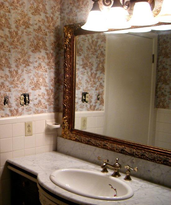 guest-bathroom-remodel-lighting