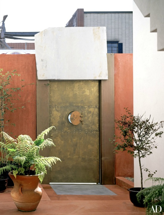 anjelica-huston-robert-graham-home-front-door