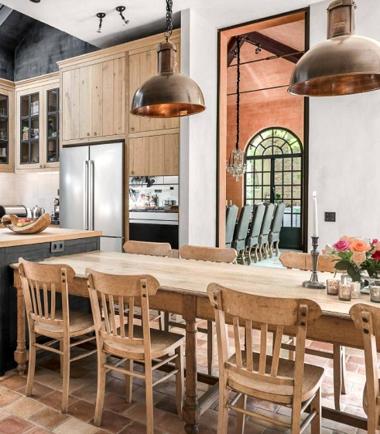 farmhouse-kitchen-copper-pendants