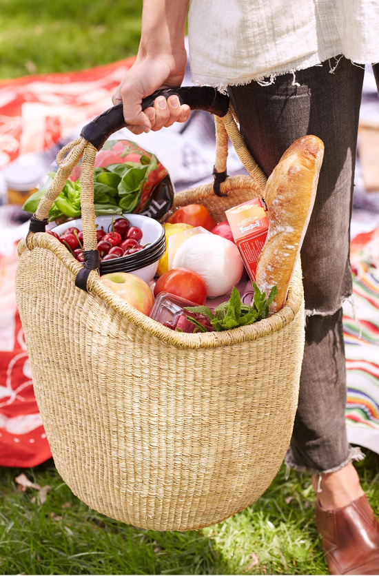 picnic-food-packed-in-basket