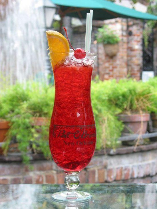Hurricane-cocktail-Pat-O'Briens-New-Orleans-Patio