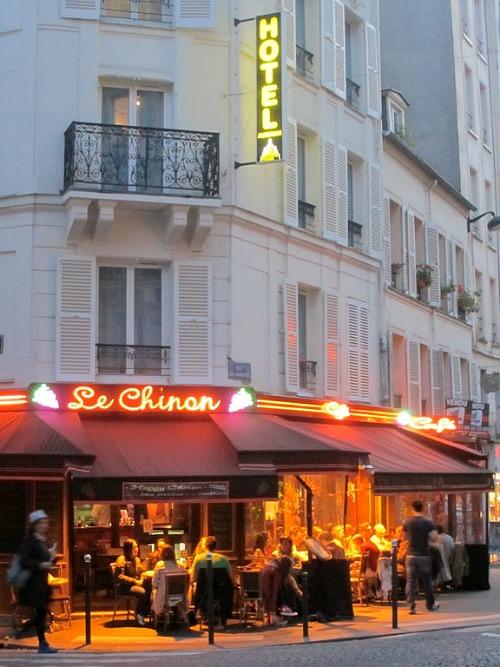 Bistro_Le_Chinon,_Rue_des_Abbesses_2011