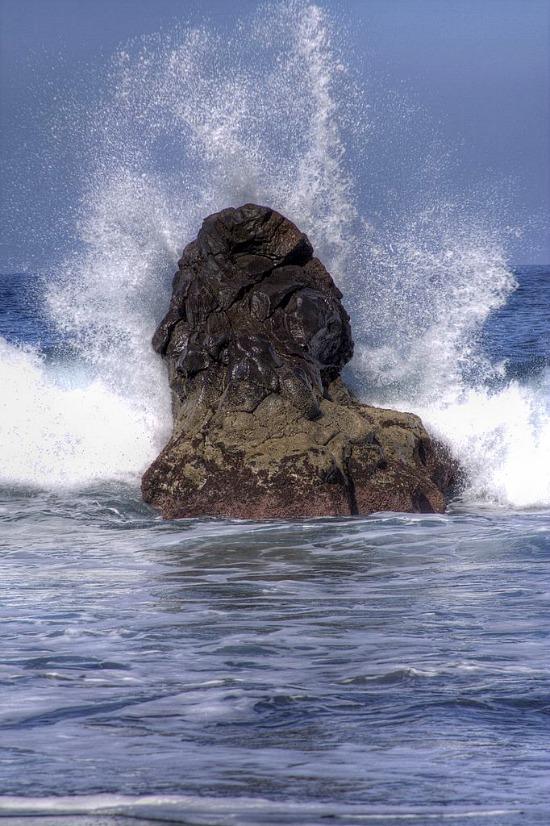 rock-wave-ocean