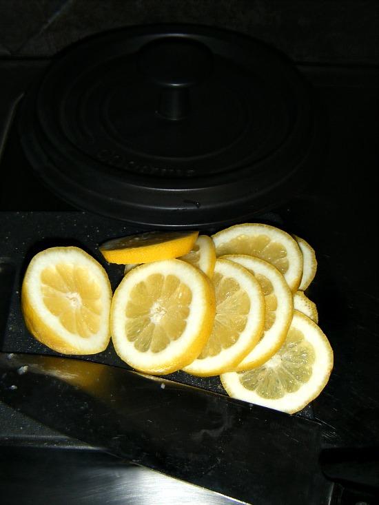 fresh-lemon-sliced