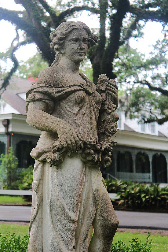 angel-statue-Myrtles-Plantation
