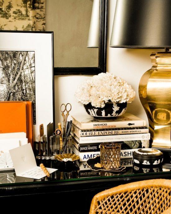 eddie-ross-black-desk
