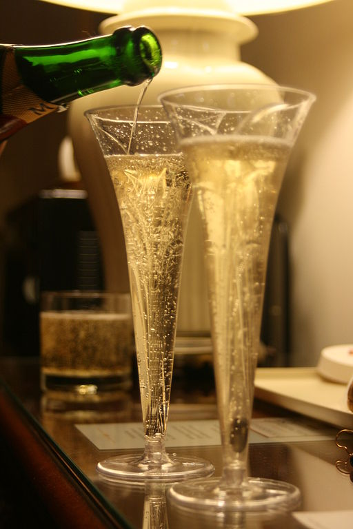 Pouring_two_champagne_glasses