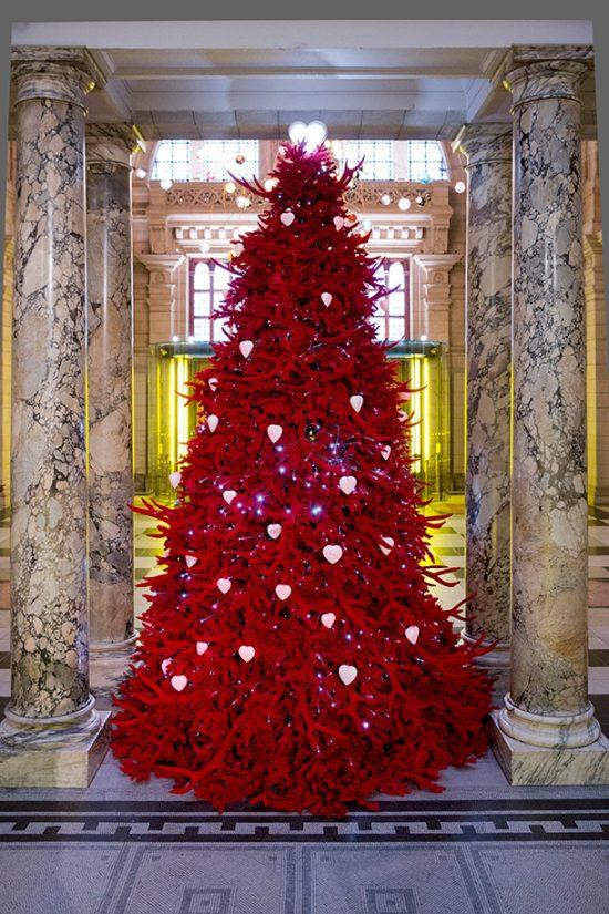 V &A Christmas Tree
