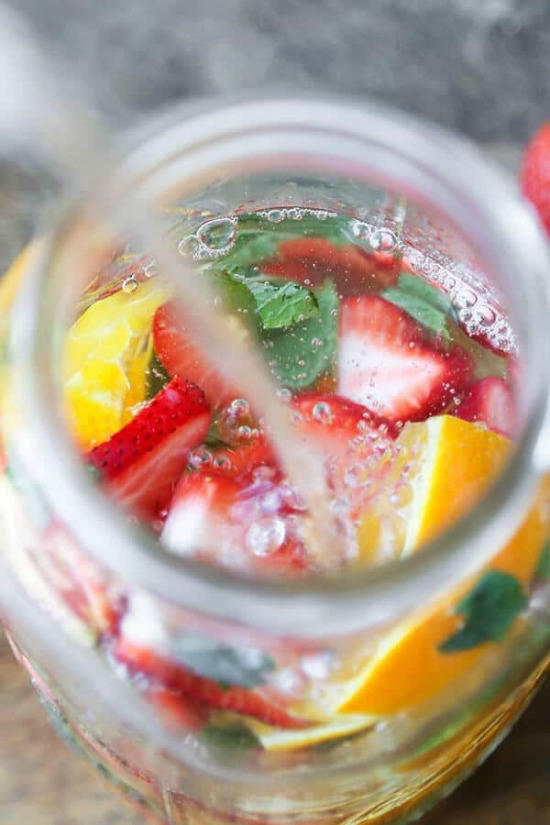 cleansing strawberry detox water