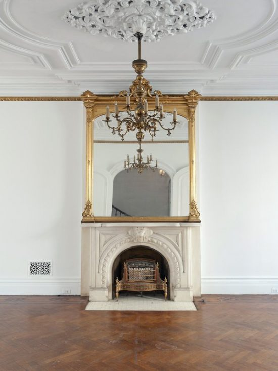 Ornate-crown-ceiling-moldings-make-apartment-historic