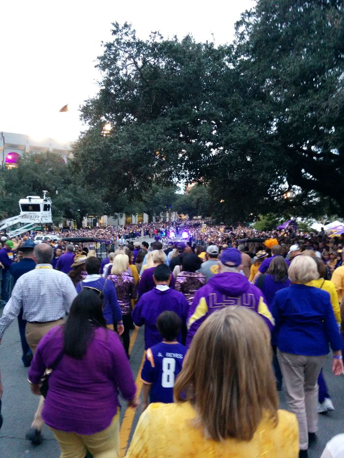 Victory-Hill-Walk-LSU