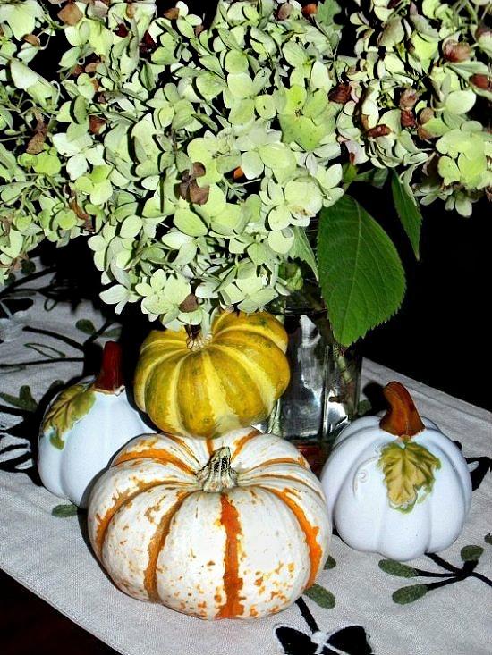 fall-hydrangea-pumpkins