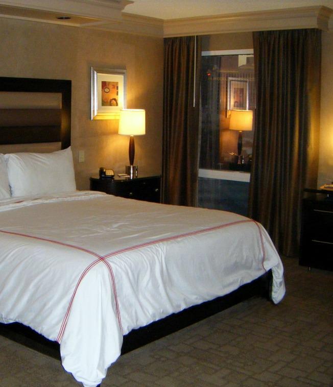 Treasure-Island-hotel-room