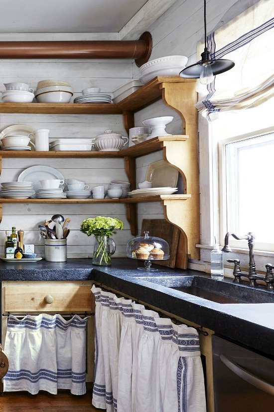 farmhouse-kitchen-shelving