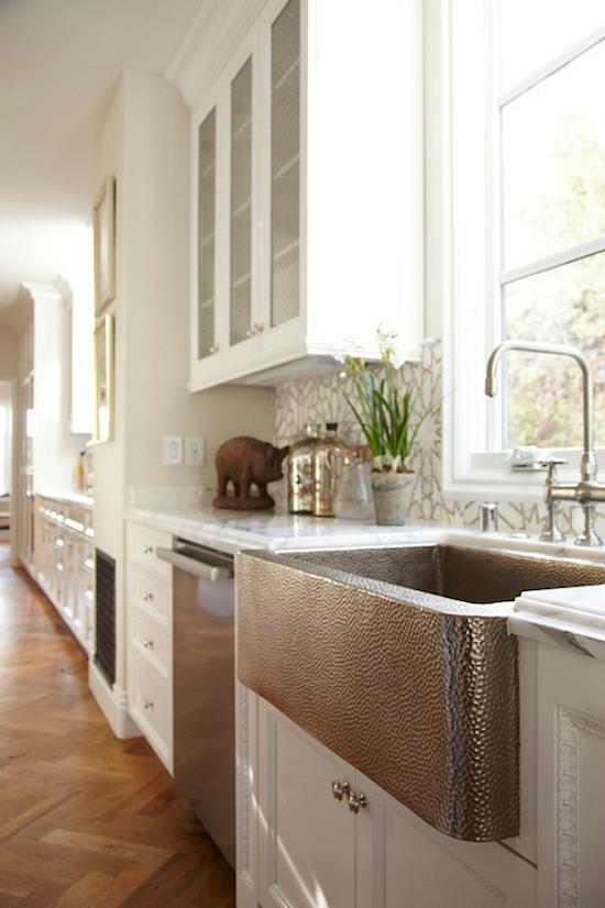 hammered-apron-sink-copper