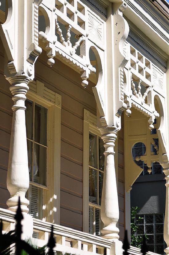 porch-brackets-columns-New-Orleans-architecture