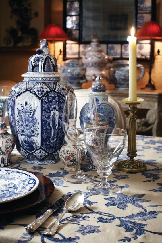 blue-white-porcelain-table-setting