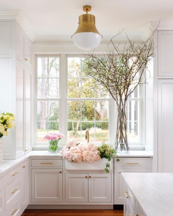 white-kitchen-fresh-flowers-House-Beautiful