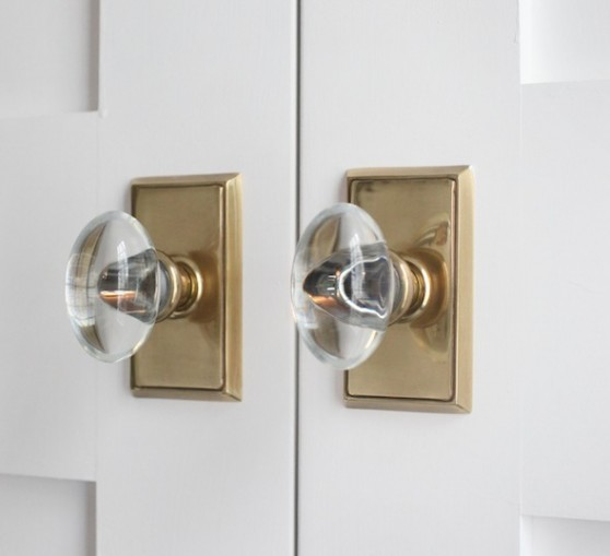 sherwin-williams-extra-white-brass-and-glass-door-knobs