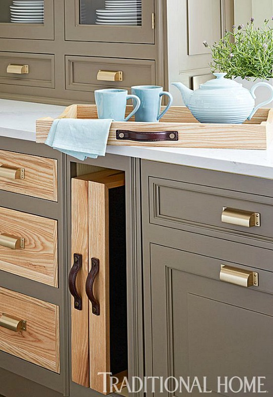 traditional-home-contrasting-cabinet-fronts
