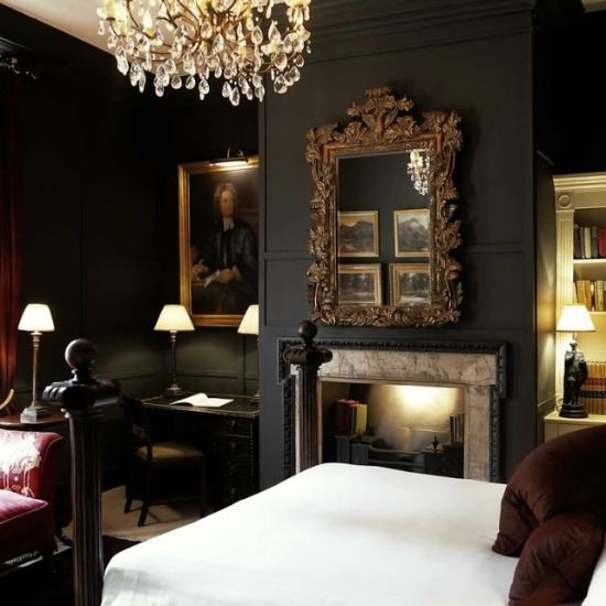 deluxe-jonathan-swift-bedroom