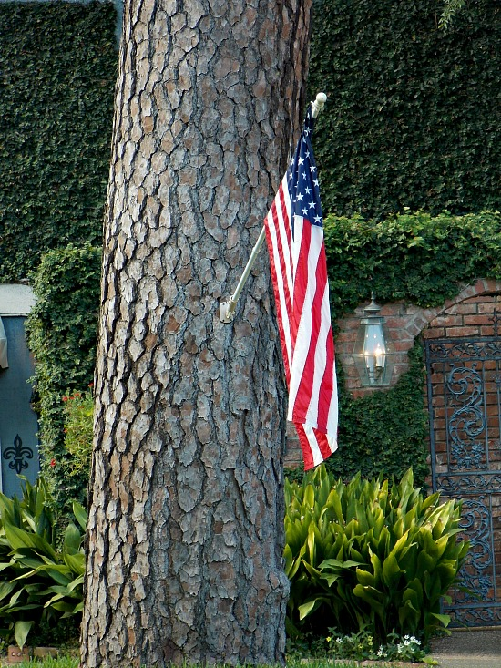 American-flag-display-front-house