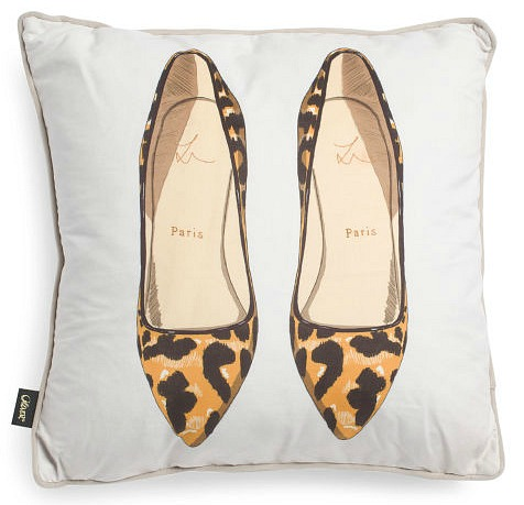 Oliver-Gal-velvet-animal-pumps-pillow