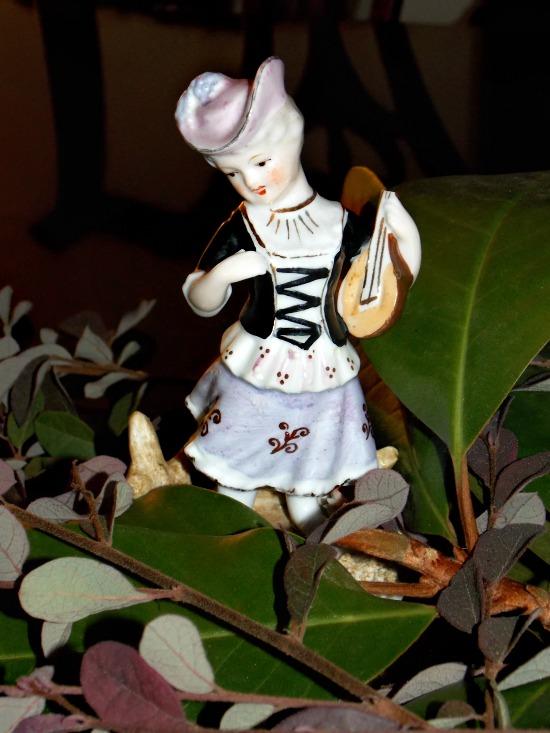French-lady-figurine