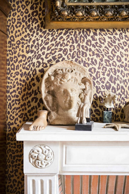 leopard-wallcovering