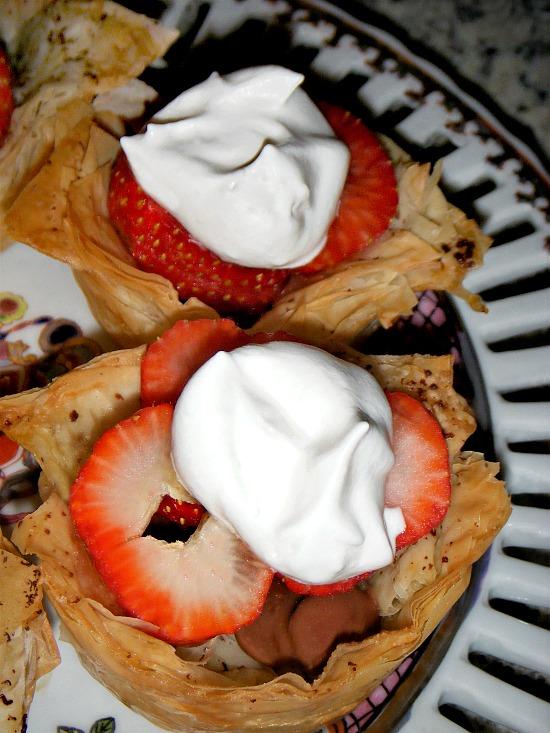 strawberries-chocolate-whipped-topping-honey