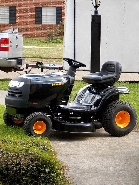Poulon-Pro-riding-lawn-mower