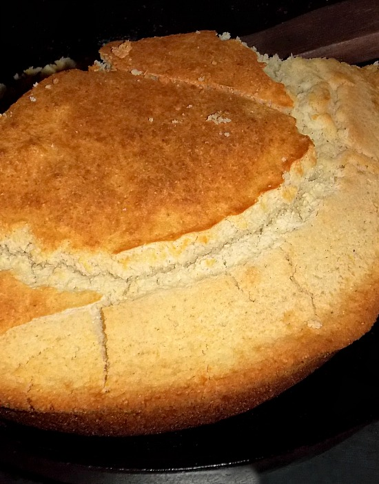 southern-buttermilk-cornbread-in-black-iron-skillet