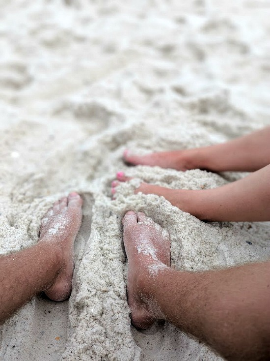 toes-in-sand