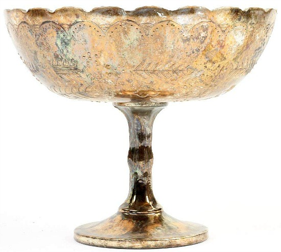 gold-compote-vase