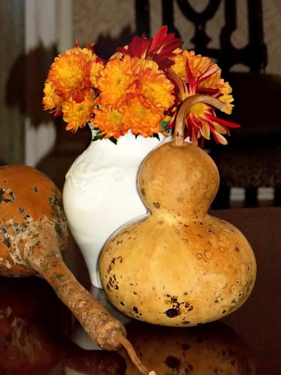 gourds-orange-yellow-mums