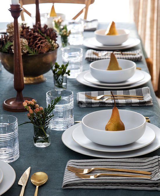 Holiday-Table-Settings-wooden-candlesticks