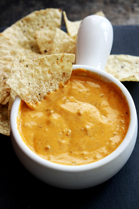 slow-cooker-chilis-queso-3